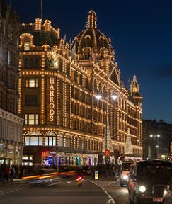 250px-Harrods_at_Night,_London_-_Nov_2012[1]
